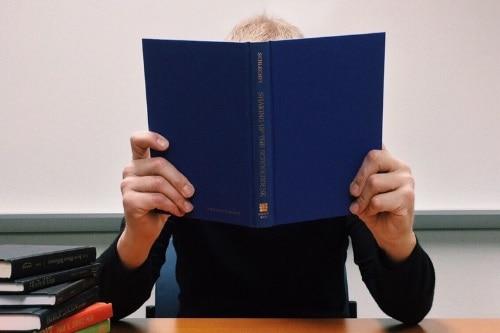 Het doen van literatuur of ander bronnenonderzoek is een flinke klus waar veel studenten bij het schrijven van hun scriptie tegen opzien. Check deze tips!